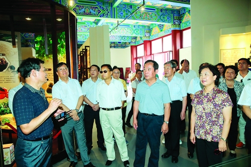 全国政协调研组到桂林市调研健康养老产业