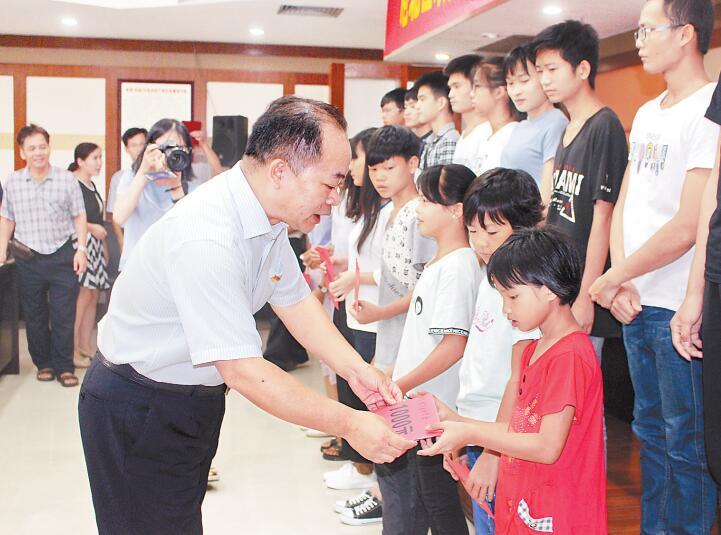 贵港市港北区政协举行资助贫困家庭学生助学金发放仪式