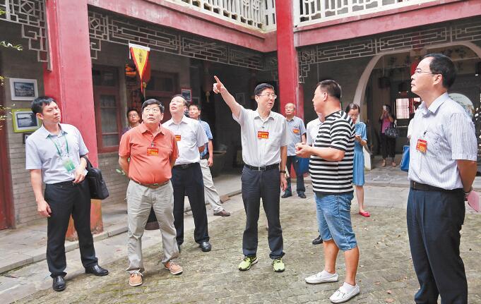 自治区政协委员视察团赴桂林市开展视察